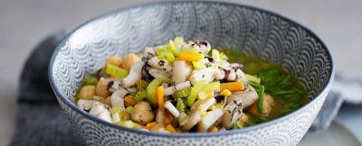 Zuppa-verdure-ceci-erba-cipollina