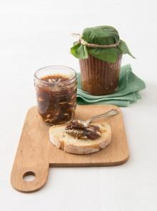 Confettura di fichi neri al Gewürztraminer e pinoli