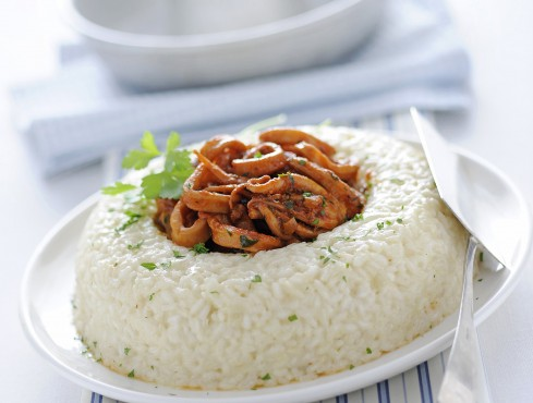 Corona di riso pilaf con calamari