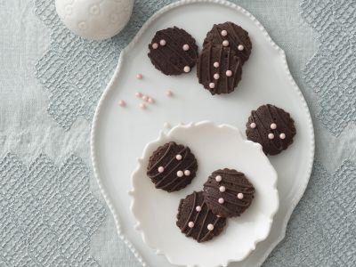 Bottoncini al cacao con perle e cioccolato
