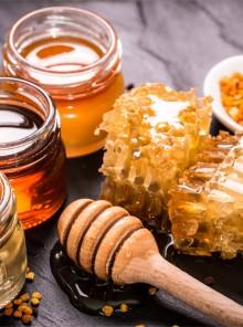 Virtù, usi e segreti del miele, alleato di benessere