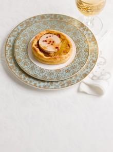 Sfogliatine all'ananas con foie gras al pepe rosa