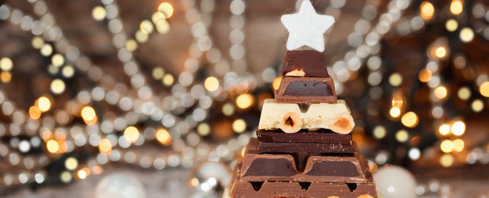 albero natale fatto con tavolette cioccolato