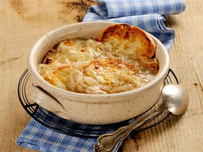 Zuppa-di-cipolle-gratinata-salepepe