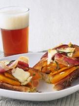 Bruschette-zucca-pancetta-affumicata-capra