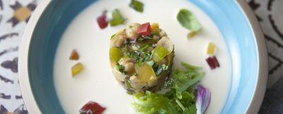 Crema di bufala all'uovo con tartare di pomodori, ceci ed erbe