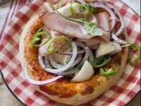 Pizza in rosso con bufala e mortadella
