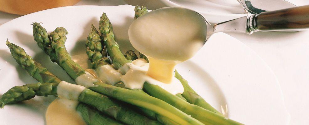 Asparagi-al-vapore-con-salsa-olandese