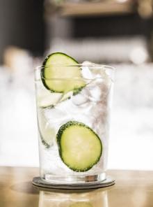Dalla farmacia al bar: la curiosa storia dell'acqua tonica