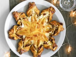 Torta salata stella di Natale con pancetta affumicata