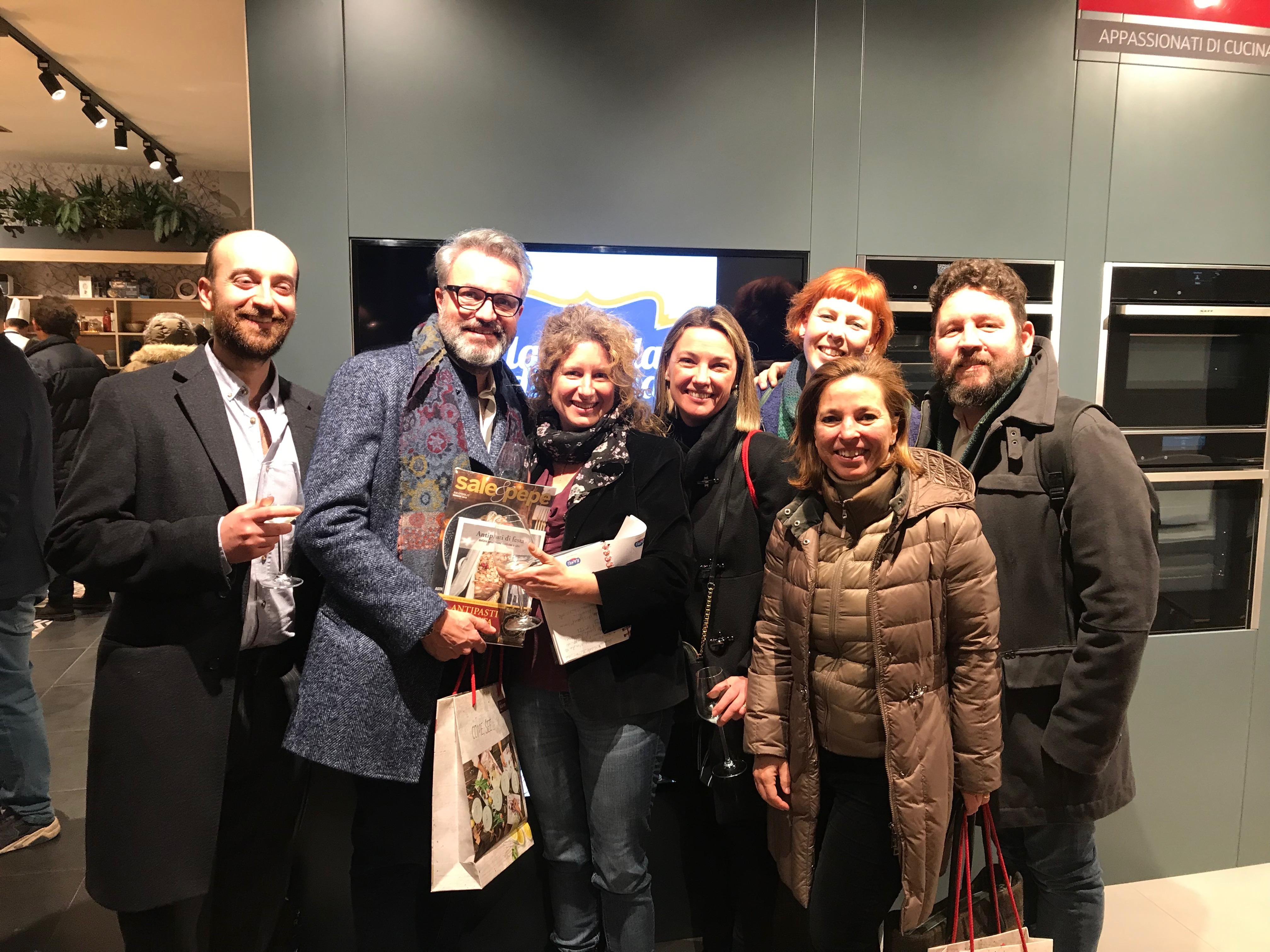 Sale&Pepe - scuola di cucina - Il gruppo di foodblogger invitati all'inaugurazione tra cui Van For Food