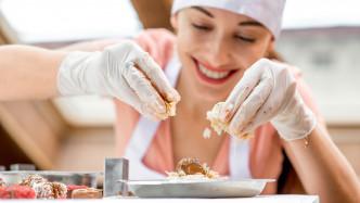 giovane chef donna