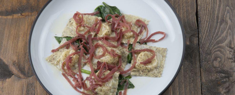 Ravioli di grano saraceno con patate, bitto, bietoline e Bresaola d'Autore Panzeri La Montanara_2 copia
