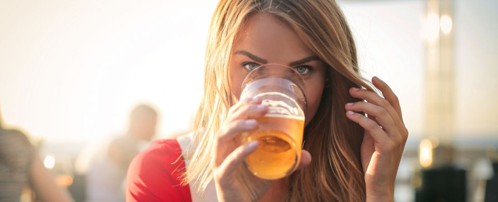 birra donne ragazza