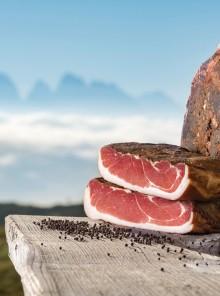 Speck: il gusto affumicato dell'Alto Adige