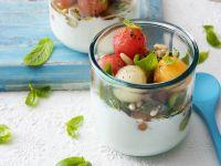 Bicchierini di stracciatella con anguria, melone bianco e giallo