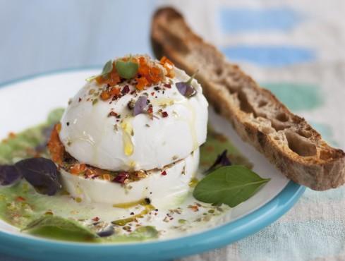 Mozzarella farcita su vellutata di cetrioli