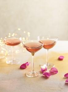 Cocktail alla rosa e melagrana