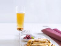 Cannoli croccanti con gorgonzola di capra e composta di cipolle