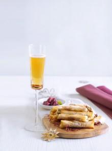 Cannoli croccanti con gorgonzola di capra e composta di cipolle rosse