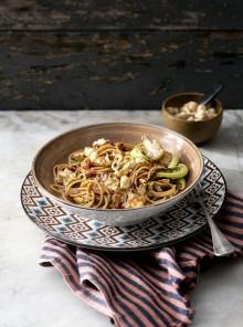 Spaghetti integrali con cavolfiore,`nduja, nocciole tostate