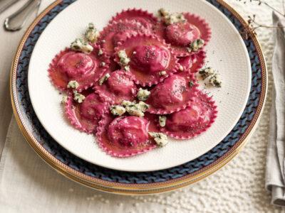 Ravioli di rapa con roquefort e semi di papavero