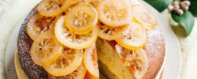 Torta allo yogurt farcita con limoni canditi