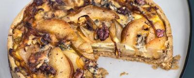 Torta di pere e gorgonzola in crosta di noci rosse