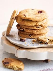 Cookies con cranberries e burro d'arachide