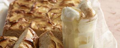 Focaccia dolce al latte con mele e cannella