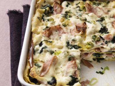 Lasagne con mortadella, taleggio, spinaci e cipollotti