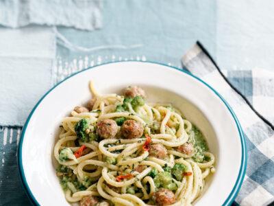 Spaghettoni con polpettine di vitello, coppa, cimette di broccol