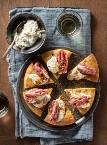 Pizza supersoft con bufala, radicchio e pesto di alici