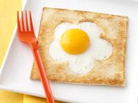 uovo nel fiore di pane