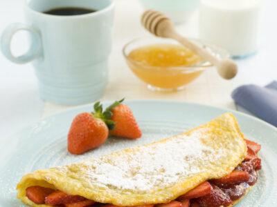 Omelette con marmellata e fragole