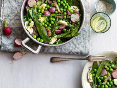 verdure primaverili e uova di quaglia