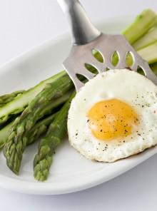 Asparagi e uova: un matrimonio d'amore