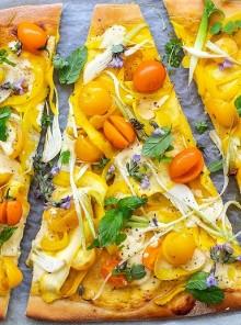 Pizza con zucchine gialle e ricotta