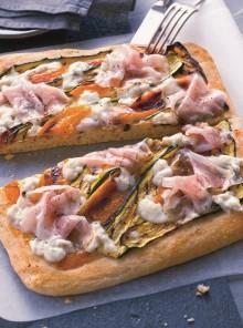 Pizza con burrata, guanciale e zucchine