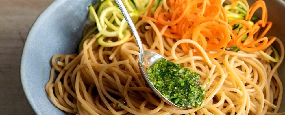 Spaghetti integrali con spaghetti di zucchine