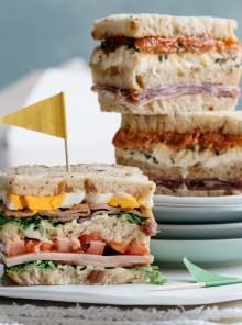 Club Sandwich con culatello, burrata e pomodorini