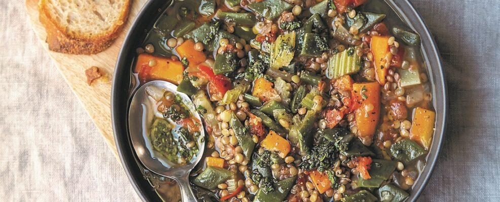 Zuppa estiva al pesto di aromi