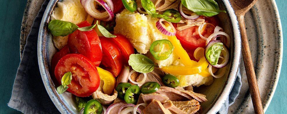 Panzanella con jalapeÑos e peperone giallo